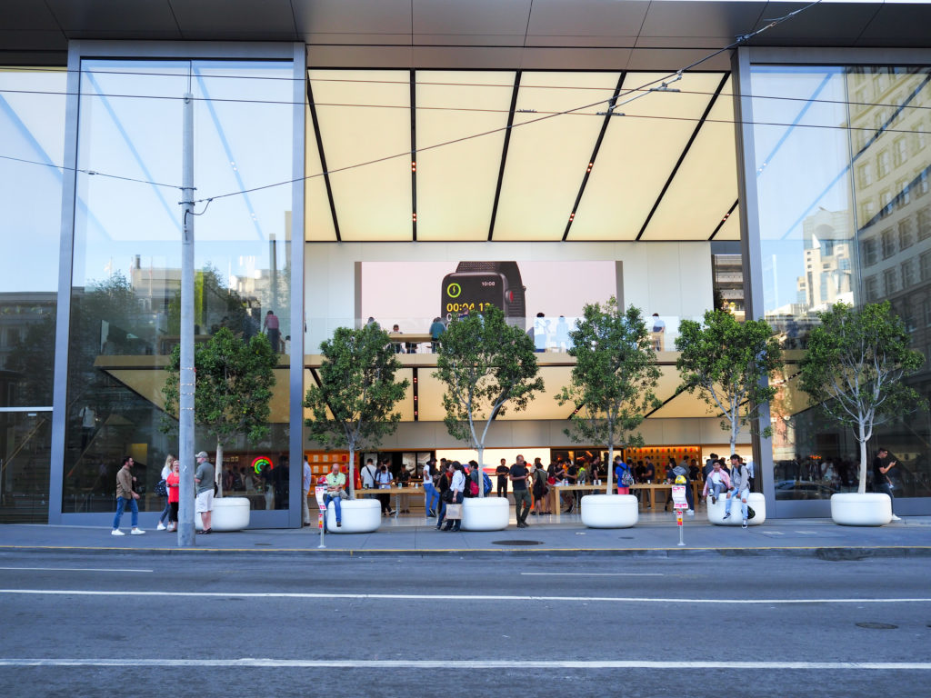 Devanture apple store san francisco et arbres